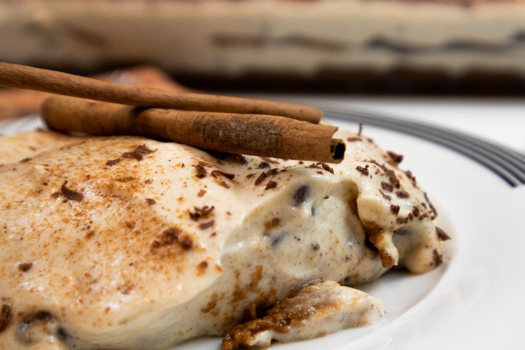 Cinnamon tiramisu with Biscoff biscuits and chocolate flakes, italian tiramisu recipe
